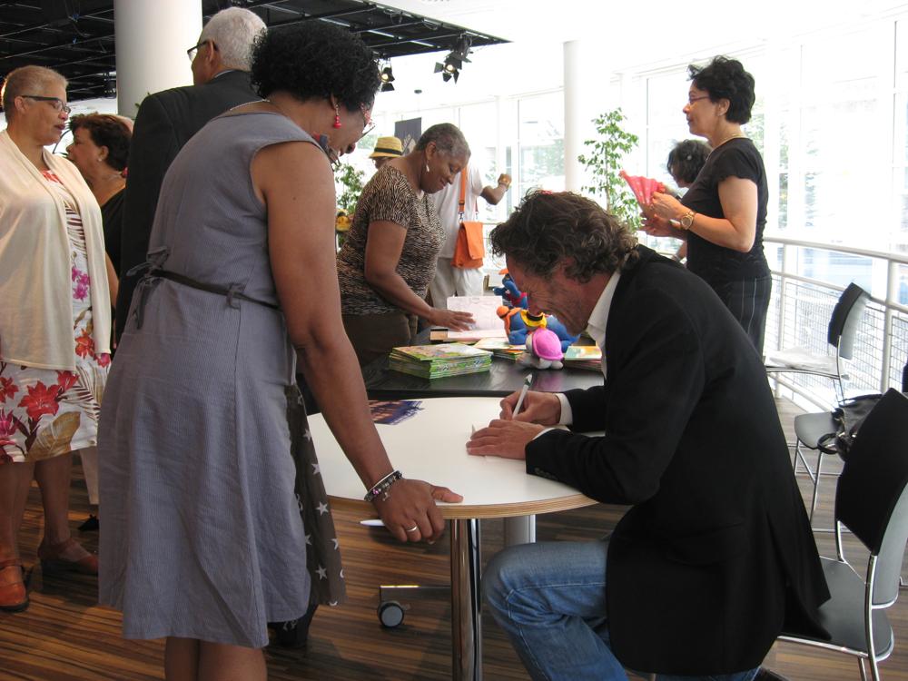 OB_Den Haag_Leinders-signeert